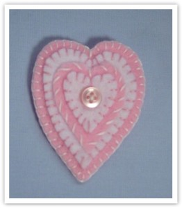 felt-heart-pin